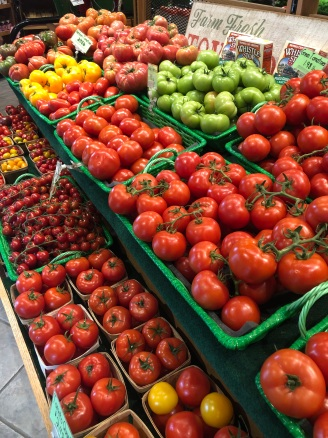 Plenty of fresh tomatoes at Yarnick's